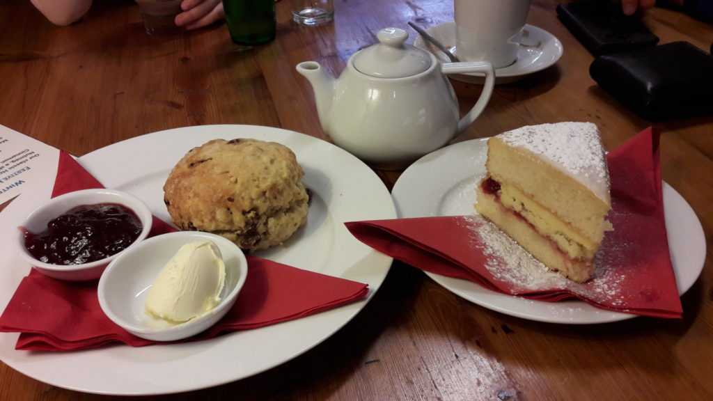 A-cream-tea-in-Chipping-Campden