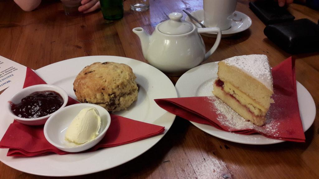 A-cream-tea-in-Chipping-Campden
